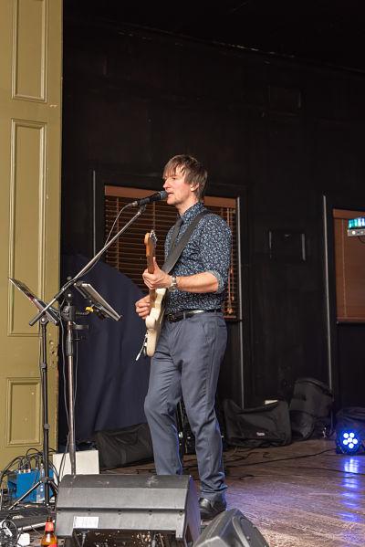 Hire Acoustic Musician Melbourne_opt